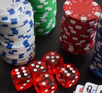 What is meant by online gambling games and their advantages?